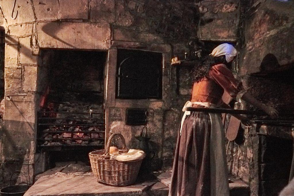 Georgian cooking range